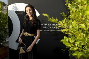Ko+ki+Noir+Et+Blanc+De+Chanel+Fall+Winter+hTkJa5sunyax.jpg
