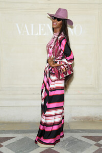 Naomi+Campbell+Valentino+Front+Row+Paris+Fashion+RwrcJnBmf88x.jpg