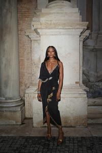 Naomi+Campbell+Gucci+Cruise+2020+Arrivals+t7nVf7DSTI1x.jpg