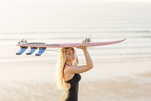 Cornwall-surf-lifestyle-photography-with-Lucie-Donlan-by-Marianne-Taylor._0002.jpg