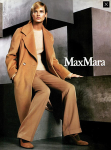 Meisel_Max_Mara_Fall_Winter_99_00_02.thumb.png.cd69311a76b83c3f561034ad147fb871.png