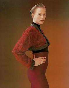 Thomas_Vogue_Italia_July_August_1988_06.thumb.png.653f4243b64e3e8f559117a1203676a3.png
