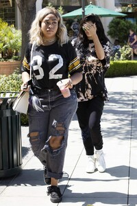 kylie-jenner-goes-for-pizza-with-jordyn-woods-at-fresh-brothers-in-calabasas-9-2-2016-3.jpg