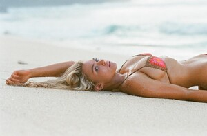 lucie_donlan_andi_bagus_belle_bikini.jpg