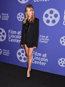 maika-monroe-villains-scary-movies-xxi-opening-night-in-ny-0.thumb.jpg.490ac2bad3a43ec348fef1e7533146ae.jpg
