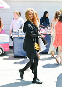 Tyra+Banks+Gabrielle+Union+Out+Los+Angeles+YLn_qh2OXDAx.jpg