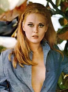 Faye Dunaway - open blue blouse.jpg