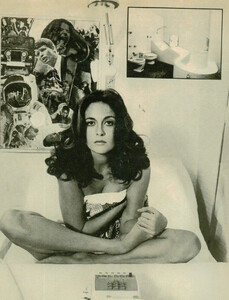 Faye Dunaway - covered by towel.jpg