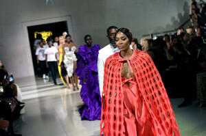 Naomi+Campbell+Runway+Fashion+Relief+London+XTXqBy50daJx.jpg