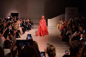Naomi+Campbell+Runway+Fashion+Relief+London+s0Lh0Jt7T3Nx.jpg