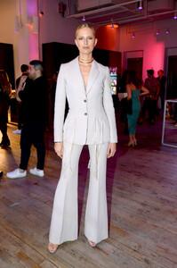 Karolina+Kurkova+YouTube+com+Fashion+Launch+fo25Q_EF2lOx.jpg