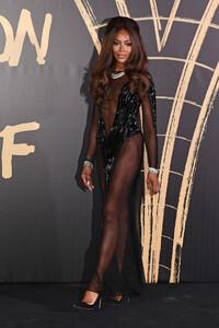 Naomi+Campbell+Red+Carpet+Arrivals+Fashion+mXHnHxCQ_Rmx.jpg
