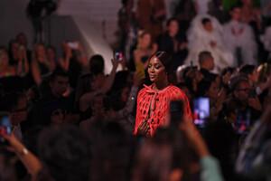 Naomi+Campbell+Runway+Fashion+Relief+London+VNsRQ_4xCPUx.jpg
