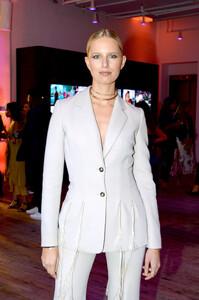 Karolina+Kurkova+YouTube+com+Fashion+Launch+mZe9sAuOJezx.jpg
