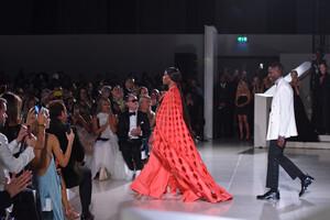 Naomi+Campbell+Runway+Fashion+Relief+London+PAgl-ghGiSWx.jpg