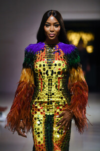 Naomi+Campbell+Runway+Fashion+Relief+London+6HvIkw7s_Xyx.jpg
