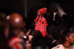 Naomi+Campbell+Runway+Fashion+Relief+London+F_HSB9daZlrx.jpg