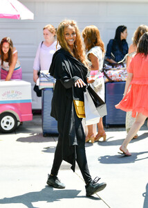 Tyra+Banks+Gabrielle+Union+Out+Los+Angeles+QUcb5NeJfTFx.jpg
