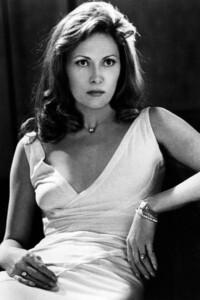 Faye Dunaway - white dress sitting.jpg