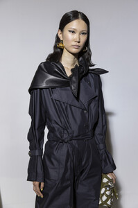716379909_3.1PhillipLimSpring2020BackstageUI-44v8eIz_x.thumb.jpg.fbd1af692f39e74f6bf210c532a19cd4.jpg