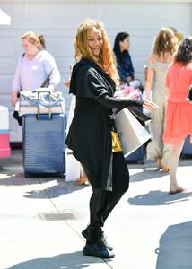 Tyra+Banks+Gabrielle+Union+Out+Los+Angeles+G64OJKq3nNYx.jpg