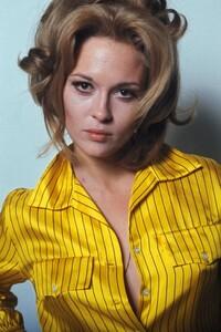 Faye Dunaway - yellow blouse.jpg