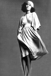 Faye Dunaway - white dress.jpg