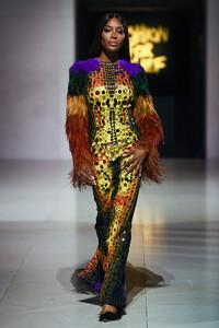 Naomi+Campbell+Runway+Fashion+Relief+London+xuXJUYajRHqx.jpg