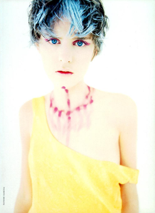 Colours_Saikusa_Vogue_Italia_March_1994_04.thumb.png.f193d6a4ef0a20e16457979a9ed8c8ce.png