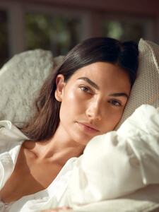 Lily-Aldridge-Talks-About-Her-New-Fragrance-Line.thumb.jpg.e138d9e49b6ac7c2e008b498a7b124da.jpg