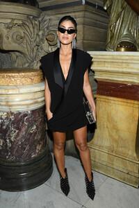 Camila+Coelho+Balmain+Front+Row+Paris+Fashion+yRe3C1nRp2wx.jpg