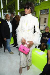 Naomi+Campbell+Valentino+Front+Row+Paris+Fashion+1mUwFXANjE4x.jpg