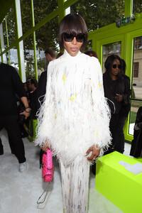 Naomi+Campbell+Valentino+Front+Row+Paris+Fashion+OYV_EjCDa1ux.jpg