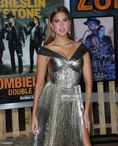 kara-del-toro-arrives-for-the-premiere-of-sony-pictures-zombieland-picture-id1175269371.jpg