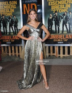 kara-del-toro-arrives-for-the-premiere-of-sony-pictures-zombieland-picture-id1175269382.jpg