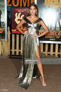 kara-del-toro-attends-the-premiere-of-sony-pictures-zombieland-double-picture-id1180344499.jpg