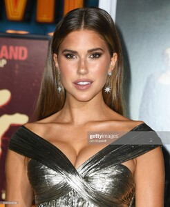 kara-del-toro-attends-the-premiere-of-sony-pictures-zombieland-double-picture-id1180344509.jpg