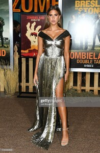 kara-del-toro-attends-the-premiere-of-sony-pictures-zombieland-double-picture-id1180344529.jpg