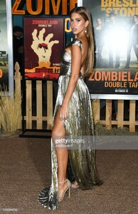 kara-del-toro-attends-the-premiere-of-sony-pictures-zombieland-double-picture-id1180344532.jpg