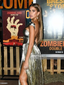 kara-del-toro-attends-the-premiere-of-sony-pictures-zombieland-double-picture-id1180344697.jpg