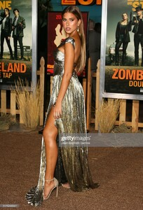 kara-del-toro-attends-the-zombieland-double-tap-sony-pictures-at-picture-id1175235641.jpg