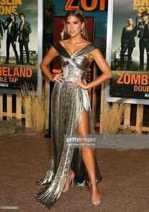 kara-del-toro-attends-the-zombieland-double-tap-sony-pictures-at-picture-id1175235665.jpg