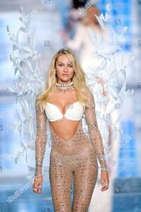 victorias-secret-fashion-show-lexington-avenue-armory-new-york-america-shutterstock-editorial-5363270l.jpg