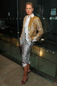 Karolina+Kurkova+2019+Glamour+Women+Year+Awards+HNmGjsWoU4Wx.jpg