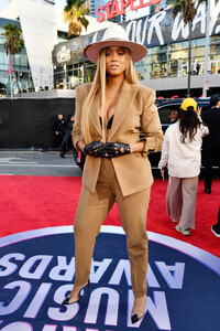 Tyra+Banks+2019+American+Music+Awards+Red+cPPuKwXdE5Rx.jpg