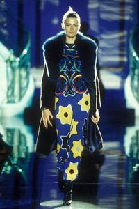 Versace_cf_1996_photo_guy_marineau_021 (2).jpg