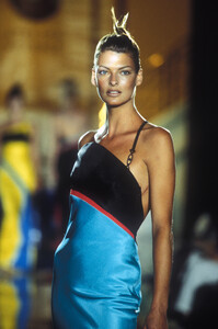 Versace_cf_1996_photo_guy_marineau_002.JPG