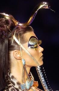 christian-dior-spring-2004-couture-details-00110-diana-gartner.jpg