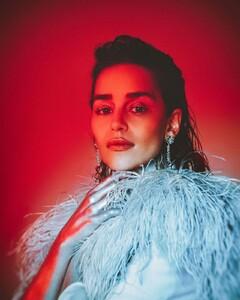 emilia-clarke-wonderland-magazine-the-winter-2019-20-issue-0.thumb.jpg.1e9f6f58ac3dc24d328aa04be22e7ef5.jpg