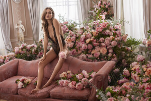 victorias-secret-beauty-holiday-josephine-bombshell-fragrance-collection-2019-hi-res.jpg